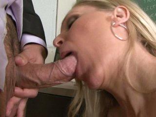 Slutty bawd Julia Ann loving her man's beam badgering her slippy mouth
