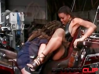 Ghetto babes have multiple orgasms in the garage!