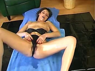Stretching her pussy and ass with hands and big dildo (Try something different » Free)