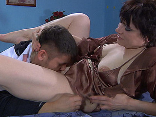 Experienced mother i'd like to fuck takes pleasure from sexy petting of a guy previous to hard fuck