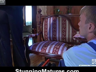 Dazzling mother i'd like to fuck opens up her legs to get worshipped and fucked by a handyman