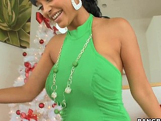Merry X-Mas, to all our Bangbros fans! We're back with one more sexy mother I'd in the same way as to fuck for u on this week's mother I'd in the same way as to fuck Lessons! Hotass Indian sweetheart Priya Rai! Awesome! Mike has a present for the sexy Priya. This Babe unwraps her gift and to her amazement, it's Mike's dick in..