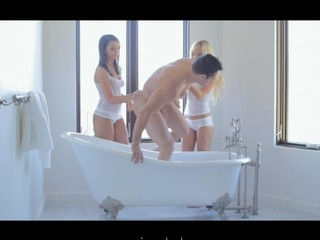 Two beauty threesome in bathtub