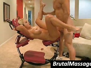 Hoe Briana Blair gets massaged