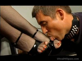 Merciless Dominatrix Aurianna Plays with Her Sex Slave