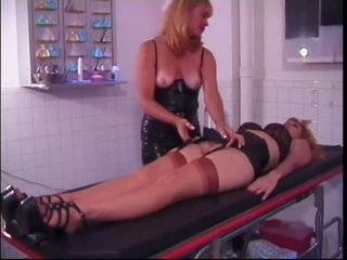 Strict Mature Dominatrix Porsche Lynn Plays With Her Sex Slave's Pussy