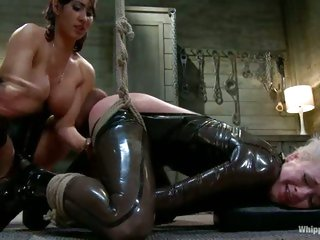 Isis Love dominants a sexy submissive slut and makes her cum