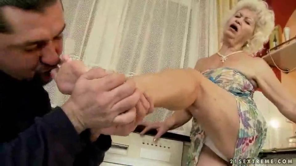 Ugly granny getting banged hard by reno78
