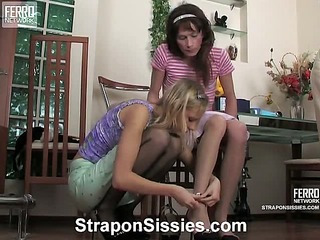 Jess&Randolph strapon pussyclothed sex movie