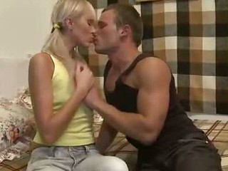 Blondie stretches tight anus