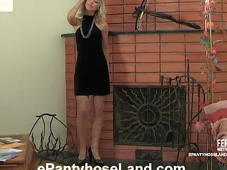 Tasty blondie changing her shiny grey hose for crotchless black ones