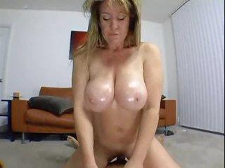 Curvy amateur in homemade milf porn