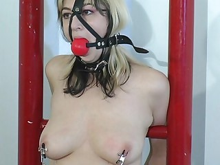 She went to a bondage master to get squirt.Her weakness is being tied up while the master is playing her pussy with vibrator putting on her tit and pussy for an  explainable feeling for her to reach what she wants.