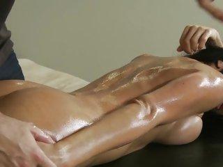 Alluring Jadra Holly gets horny during her massage