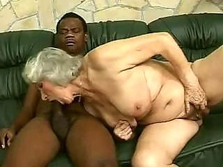 Mature woman peeing madness!