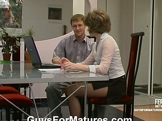 The work putting aside when mamma and younger guy burning from desire to fuck