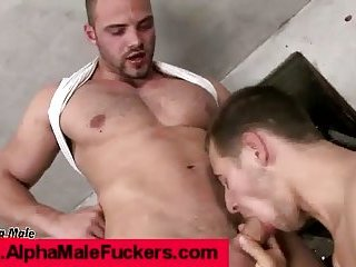 Hunk gets cock deep in ass