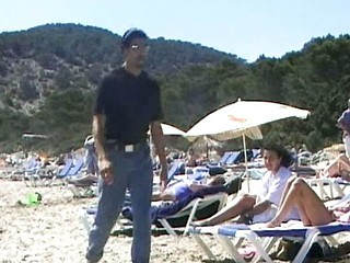 Old school tape of a hot beach fuck that ends with a cumshot