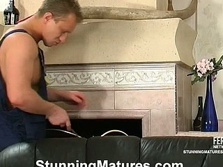 Smashing looking older chick seducing a worker into hawt doggystyle frenzy