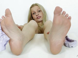 She has a fetish that she want to play with a cock not with her hands, mouth, pussy not even with her ass hole. she wants her feet to feel the raw power of a dick, but she has no penis handy or footy but she decides to satisfy her fetish with the help of a really big and dangerous looking dildo.