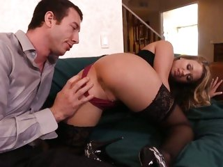 Horny Heather Starlet doesn't hang around