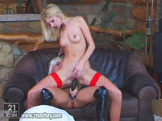 A rubber cock and beauty Bambi's wet pussy make perfect music together