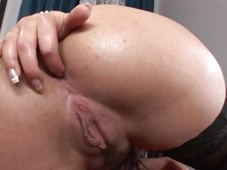 Gorgeous Valentina Rossini exposes her sweet round ass