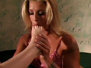 Foot sucking lesbian lovers make each other explode in climax