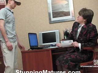 Freaky older lady-boss taking time for mind-blowing fucking in the office